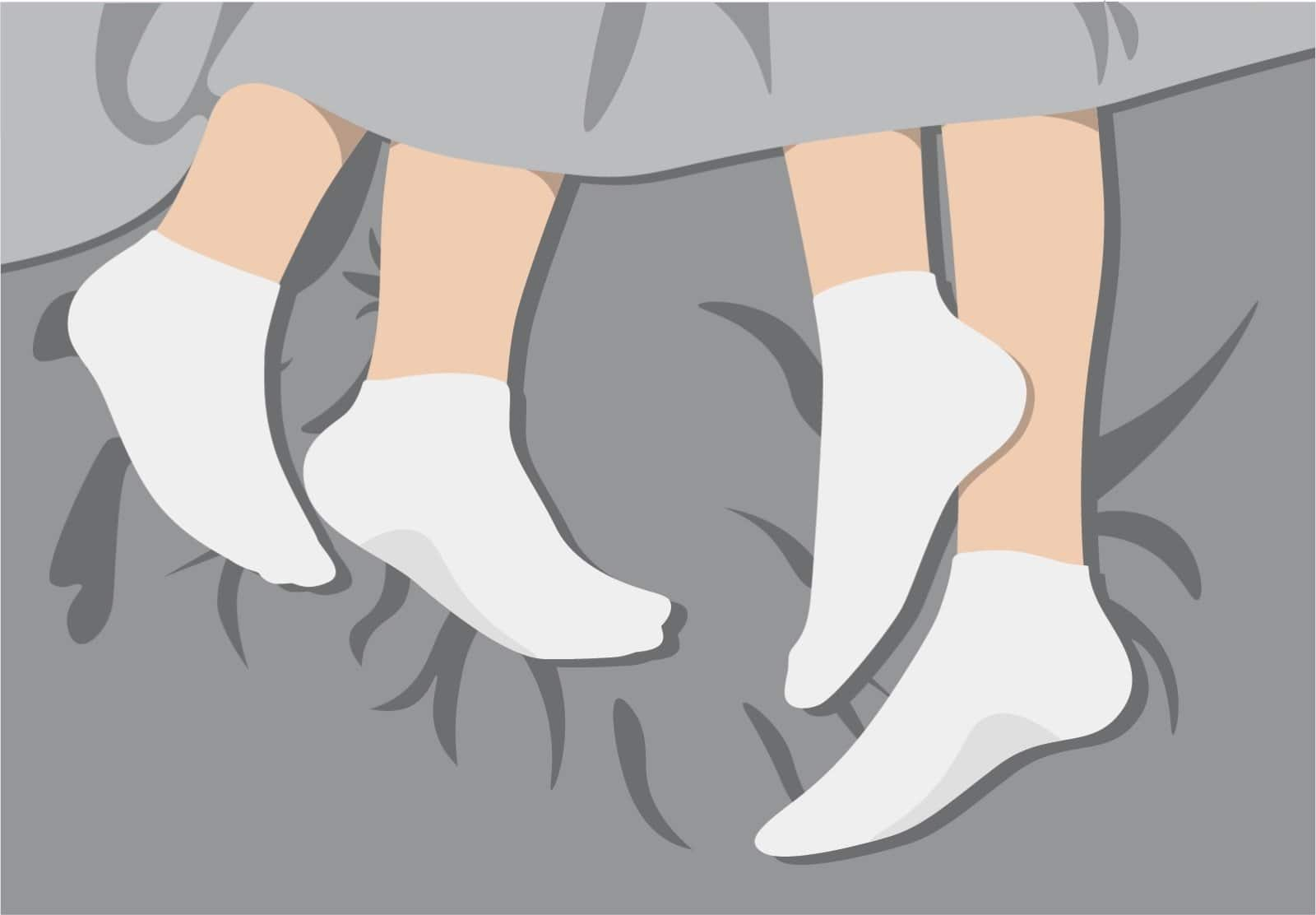 Mit Socken schlafen: Es kann die nächtliche Regulierung der Körpertemperatur fördern.